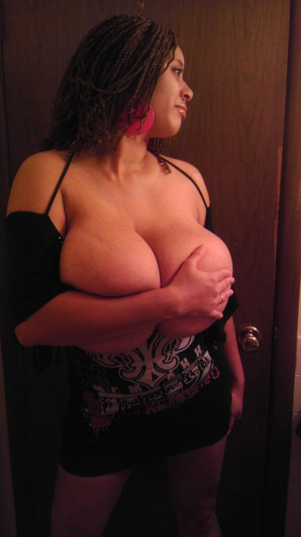 roxi_red_private_pictures_boobs_02